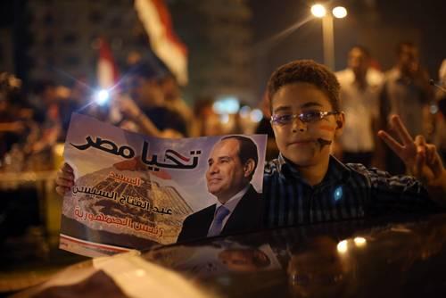 مؤيدو المرشح عبد الفتاح السيسي يحتفلون في ساحة التحرير في القاهرة, 28 أيار/مايو 2014 Photo eyevine/HH