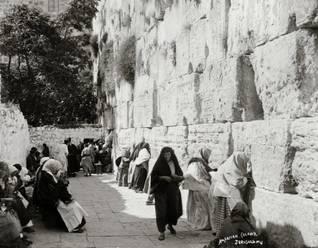 Jews at the Wailing Wall around the year 1900