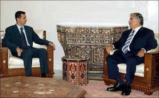 رفيق الحريري خلال لقائه الأخير مع الرئيس السوري بشار الأسد عام 2004