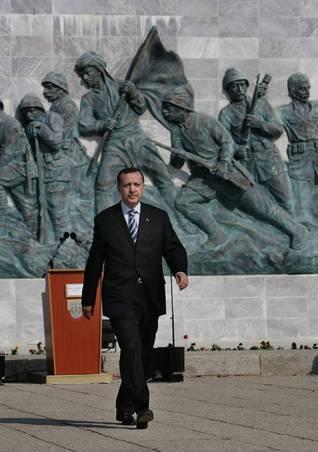 رئيس الوزراء رجب طيب أوردغان، محافظ إسطنبول السابق، ومؤسس وزعيم حزب العدالة والتنمية الحاكم منذ 2001