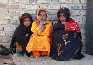population iran - Afghan refugee girls