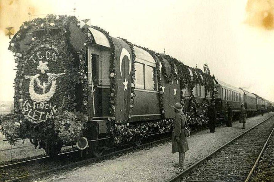 نقل جثمان أتاتورك بالقطار إلى أنقرة