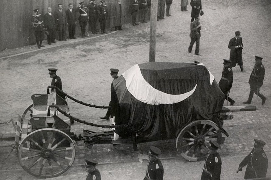 The body of Atatürk was transported to Ankara by train