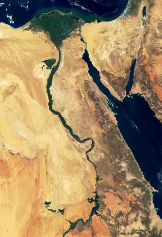 صورة فضائية لدلتا النيل والصحراء - الاقتصاد