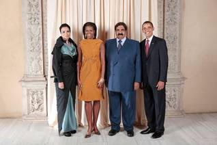 Emir Sheikh Hamad bin Khalifa Al Thani and his wife Sheikha Moza with the Obamas in Washington D.C. Photo: US Department of State