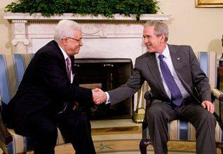 لقاء الرئيس الأمريكي جورج بوش مع محمود عباس في واشنطن عام 2008