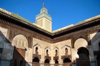ساحة ومئذنة مدرسة أبو العنانية في مكناس