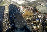 ظلال أبراج اللؤلؤة على المتظاهرين