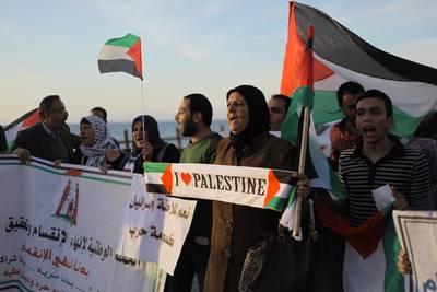 فلسطينيون يجتمعون في تأييد المحادثات بين حركتي فتح وحماس, غزة, 22 ابريل/نيسان 2014 / Photo HH