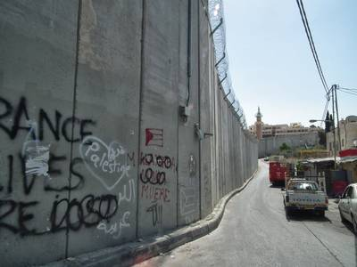 The separation wall running through Jerusalem / Photo Fanack