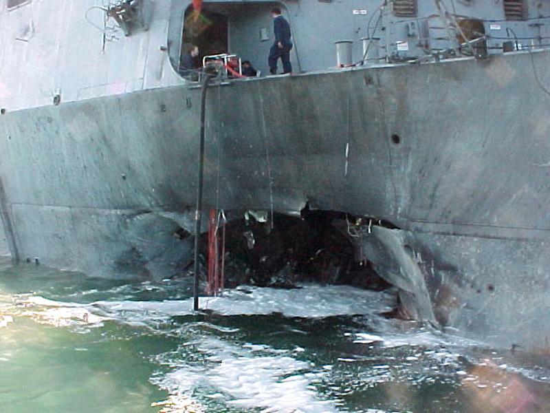 المدمرة الأمريكية USS Cole، تم تفجيرها عام 2000
