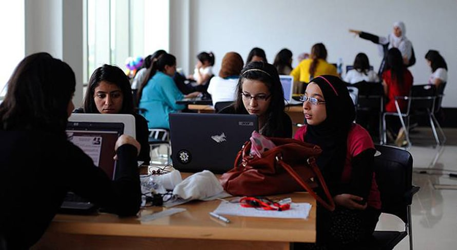 طالبات في المدرسة / Photo HH