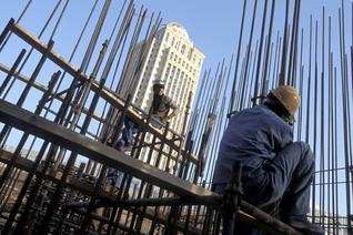 عمال مهاجرون في قطاع البناء في قطر اضغط للتكبير / Photo HH