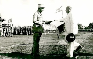 General Fouad Chehab presents the Lebanese flag to President Bechara al-Khoury in 1945