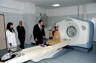 الملك محمد الخامس في زيارة للمركز الطبي الجامعي في فاس
