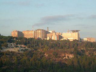 تم ترشيح مركز حداسا الطبي في القدس لجائزة نوبل لمعالجته جميع المرضي بالمثل، بغض النظر عنالاختلافات العرقية والدينية، ولجهود السلام.