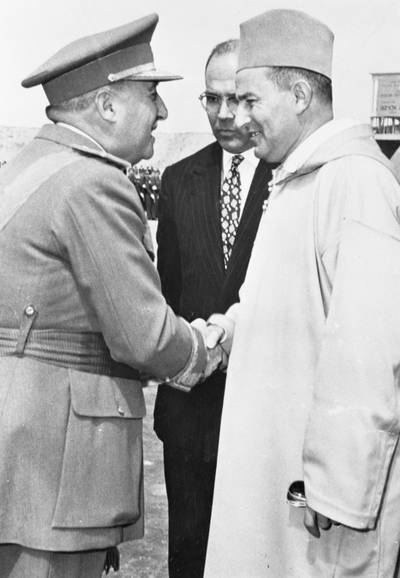 "Francisco Franco (left), Spain's Chief of State, is greeting Sultan Mohamed V of Morocco. The Sultan came to Madrid to discuss details of Spain's formal recognition of the independence and ""full sovereignty"" of Morocco and the abolition of the 44-year-old Spanish protectorate. //Photo Corbis"