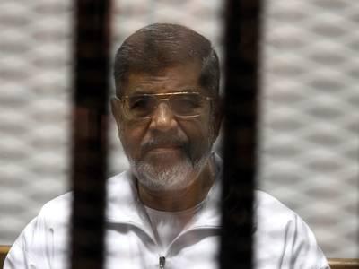 الرئيس السابق محمد مرسي في المحاكمته, 8 مايو/أيار 2014 / Photo HH