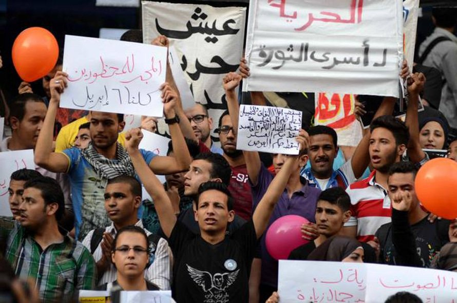 Protest by members of April 6 Youth Movement outside the Journalists Syndicate, 30 April 2014