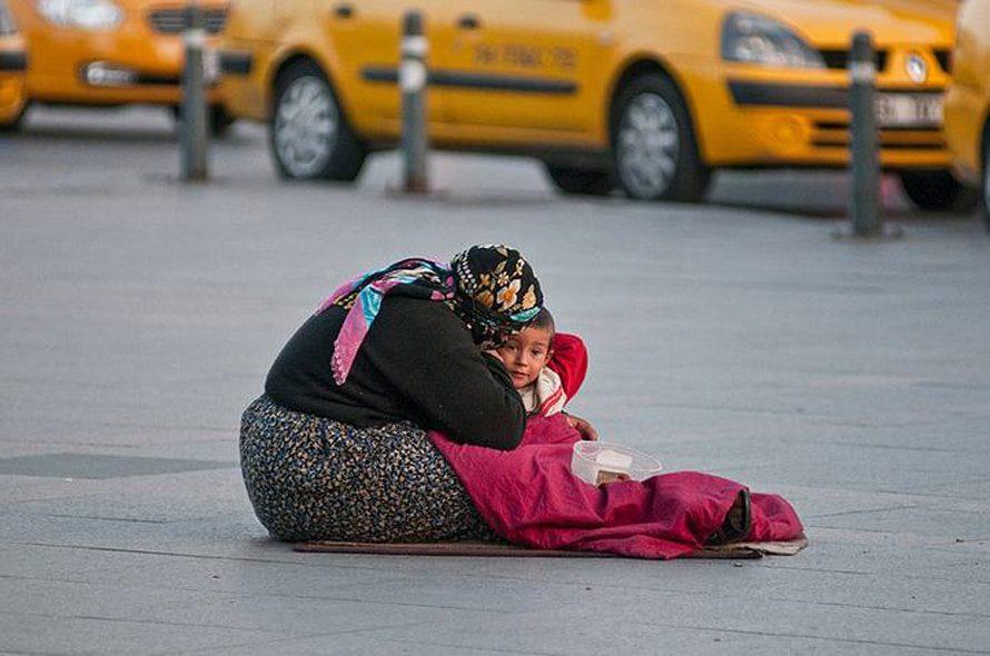 الفقر في شوارع إسطنبول / Photo Fanack