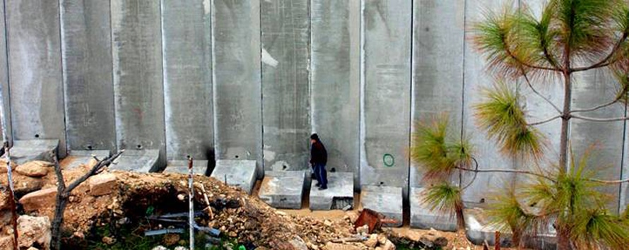 The Wall dividing Abu Dis, near Jerusalem (2004) Israeli wall