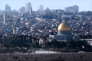 Article Jerusalem 1947 - The Dome of the Rock Mosque, West Jerusalem in the background / Photo Shutterstock