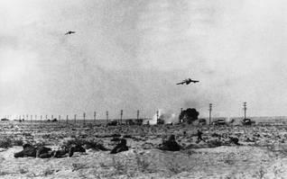 طائرة مصرية تهاجم وحدة عسكرية إسرائيلية متمركزة بالقرب من قناة السويس تصوير Keystone/HH