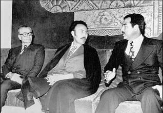 من اليسار إلى اليمين: شاه إيران محمد رضا بهلوي، الرئيس الجزائري هواري بومدين، نائب الرئيس العراقي صدام حسين