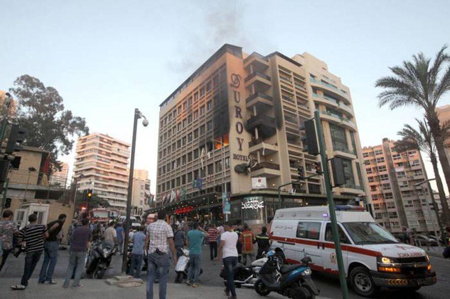 المشهد بعد عملية انتحارية عند فندق دوروي بالقرب من السفارة السعودية, بيروت, 25 حزيران/يونيو 2014 / Photo REX Features