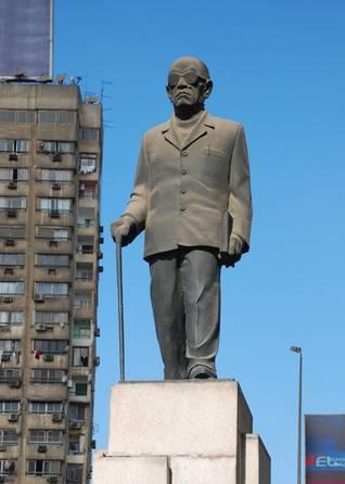 ثقافة مصر: تمثال نجيب محفوظ في القاهرة