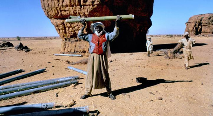 Tuareg tribe members in southern Libya/northern Chadi area, holding up Katyusha rockets left behind by the Gaddafi army after the conflict over the Aouzou Strip with Chad / Photo HH