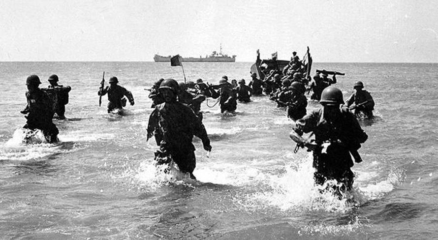 القوات البحرية البريطانية تنزل عام 1956 / Photo HH