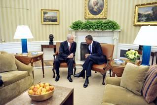 الرئيس الأمريكي أوباما مع رئيس الوزراء الإسرائيلي نتنياهو في مكتب الرئيس الأمريكي في البيت الأبيض في واشنطن في 1 أيلول/سبتمبر 2010 Photo UPI/HH