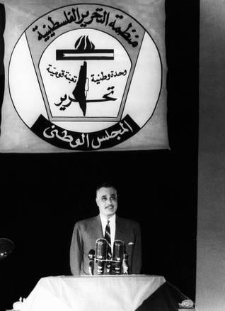 الرئيس المصري جمال عبد الناصر يعلن تأسيس منظمة التحرير الفلسطينية بإشراف جامعة الدول العربية / Photo HH