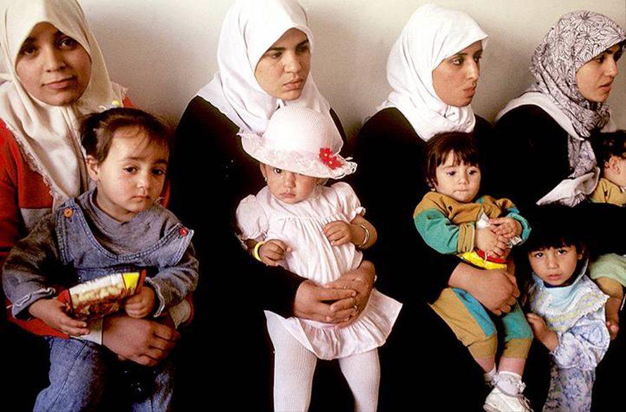 أمهات صغيرات السن في مركز طبي / Photo HH