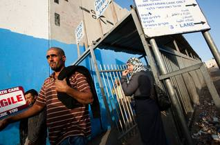 Palestinian workers crossing an Israeli checkpoint at Bethlehem / Photo Shutterstock