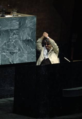 زعيم منظمة التحرير الفلسطينية ياسر عرفات في الأمم المتحدة في نيويورك في 13 تشرين الأول/نوفمبر 1974 <br/>Photo HH