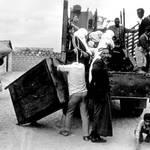 فلسطينيون يفرون إلى الضفة الشرقية في الأردن في حزيران/يونيو1967 UNRWA Photo Archive