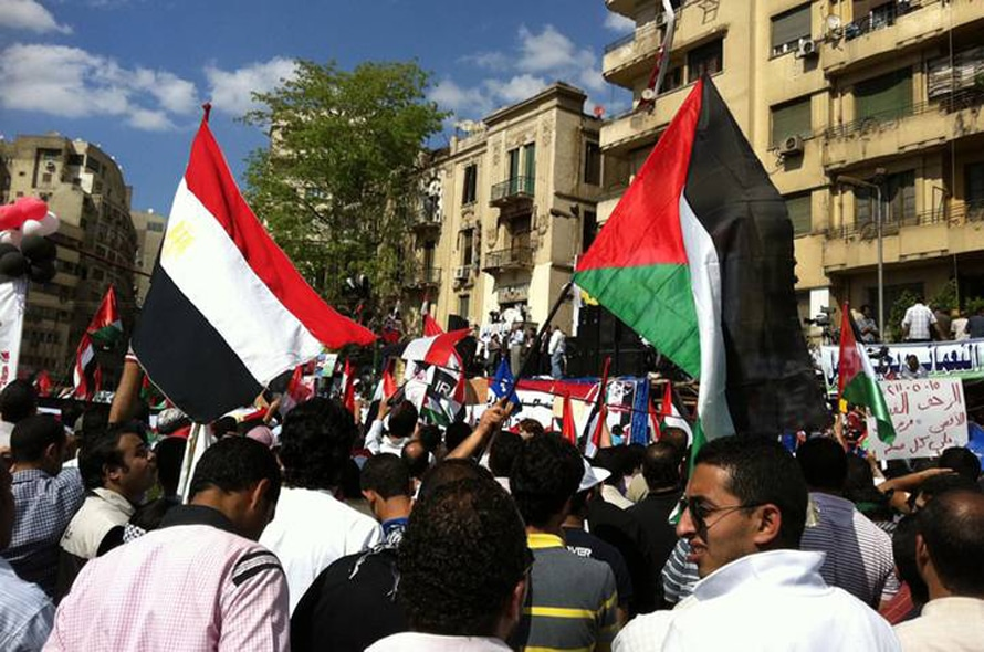 Population Egypt - Egyptian and Palestinian flags in the streets together in the 2011 uprising