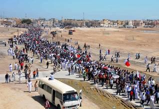 شيعة في البحرين في جنازة ضحية خلال مظاهرة في سترة، جنوب المنامة، 20 آذار/مارس البحرين السكان - 2011 Photo HH/Eyevine / اضغط للتكبير