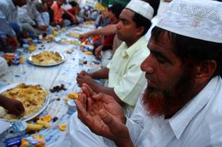 Population UAE - Praying Ramadan