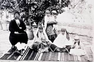population iran - Zoroastrian family in 1901