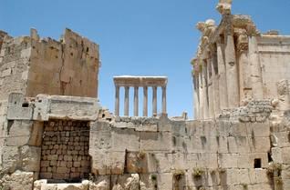 Photo Fanackاضغط للتكبير آثار رومانية في بعلبك في وادي البقاع