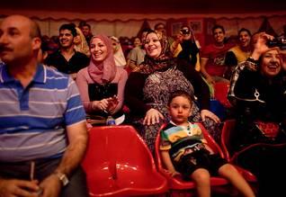 عائلات في زيارة للسيرك في بغداد في أيلول/سبتمبر 2011 Photo HH / اضغط للتكبير