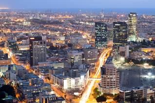 تل أبيب ليلاً Photo Shutterstock