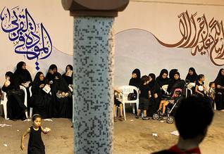 Population Bahrain - Woman attending an Ashura celebration