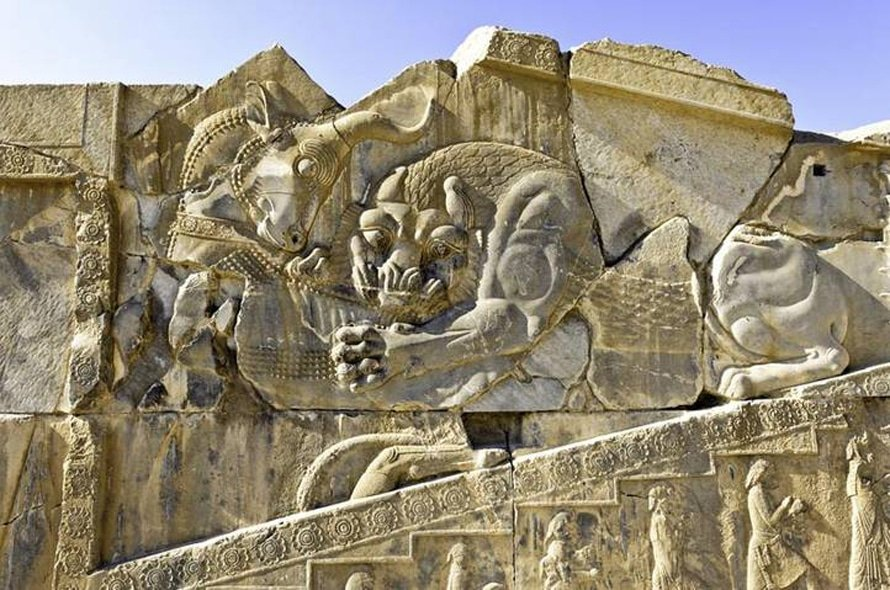 Relief sculptures in Persepolis, from the Acheamenid Empire (500-330 BCE) / Photo Shutterstock