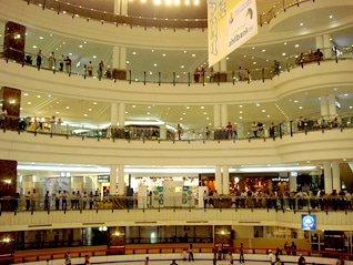 Population Qatar - Royal Plaza Mall