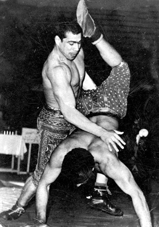Gholamreza Takhti during a fight