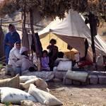 عائلة مشردة عادت إلى قريتهم المدمرة